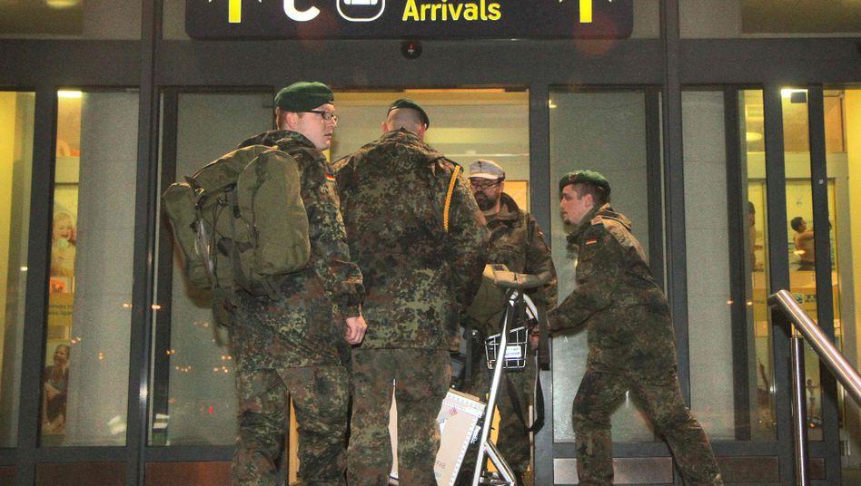 Bundeswehrsoldaten am Flughafen in Vilnius