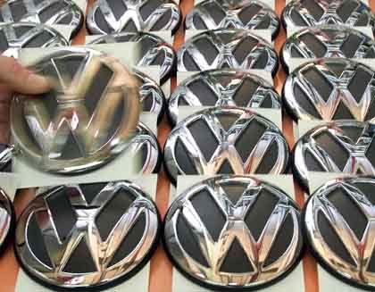 Volkswagen-Embleme: Künftig nur noch Made in the EU?