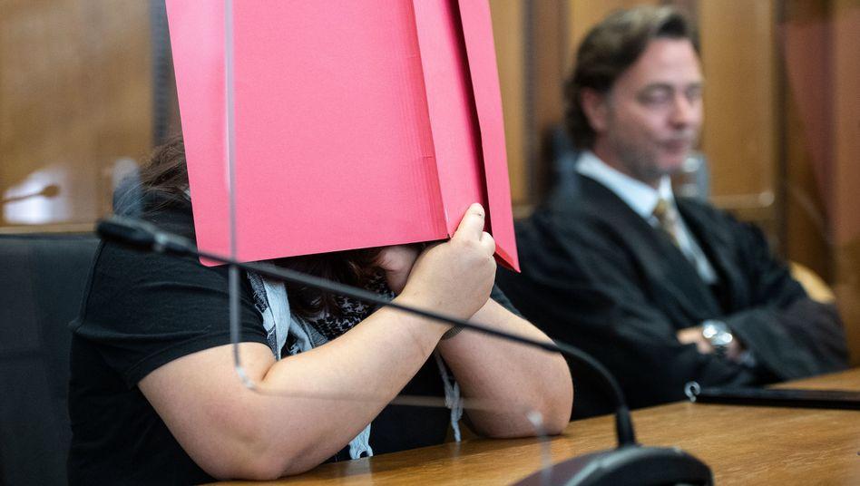 """Angeklagte vor Gericht (Archivbild): Sie hätte """"nie gedacht, dass das Kind sterben könnte"""""""