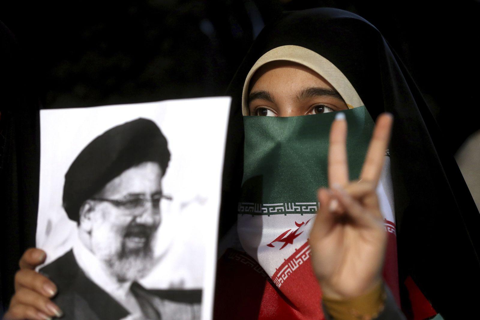 Iran: Wahl, Präsuidentschaftskandidat Raisi, Unterstützerin