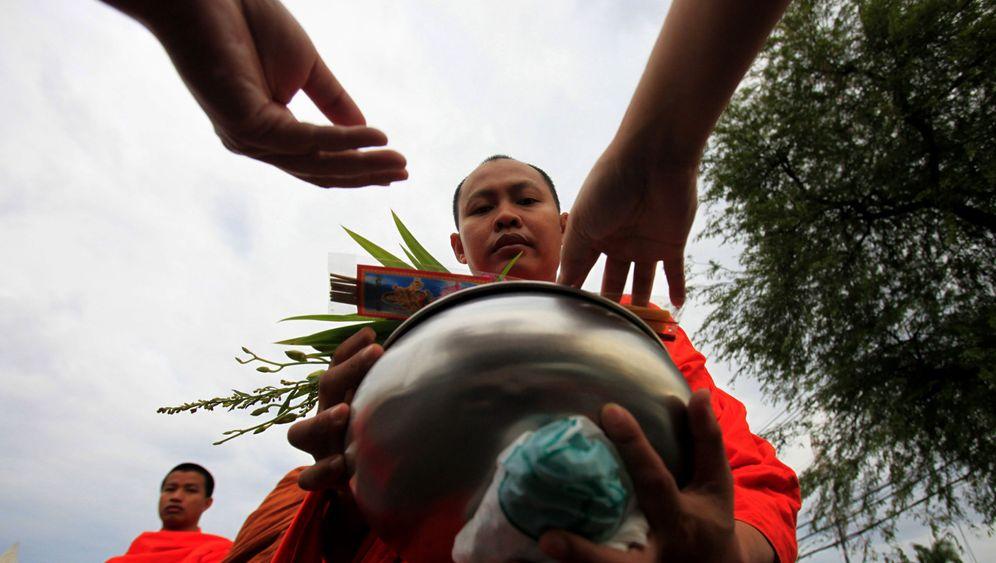 Gewichtsprobleme thailändischer Mönche: Eine gesunde Gabe, bitte
