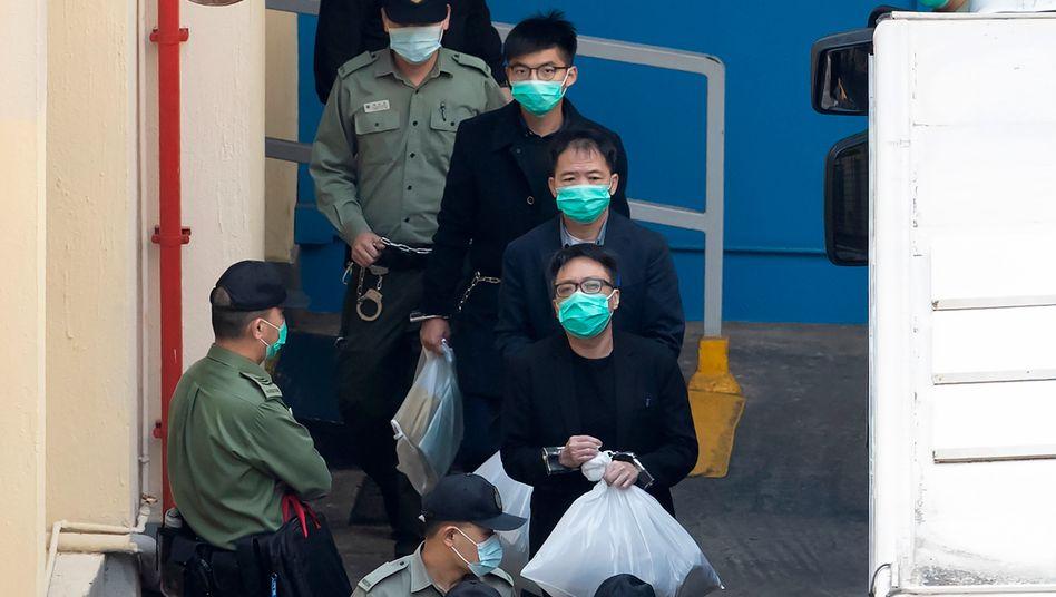 In Handschellen: Demokratieaktivisten in Hongkong