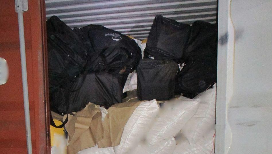 Die Drogen wurden in mit Reissäcken beladenen Containern gefunden.