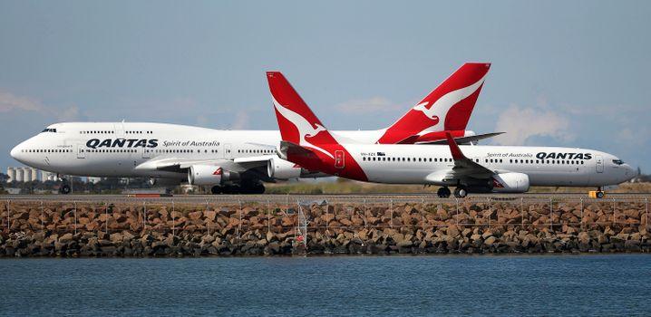 Zwei Flugzeuge der australischen Airline Qantas