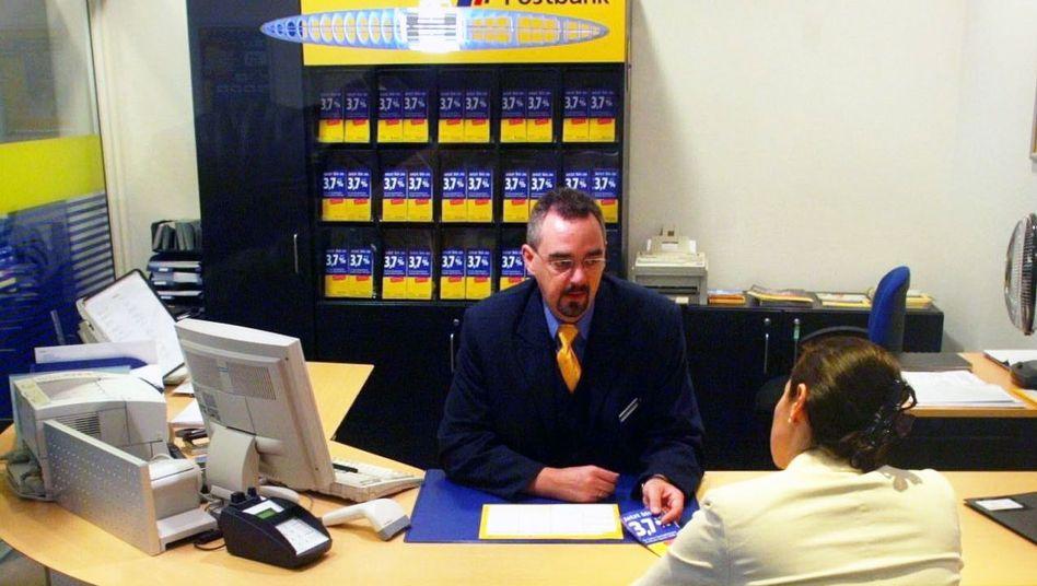 Bank-Berater im Kundengespräch: Streit über lukrative Provisionen
