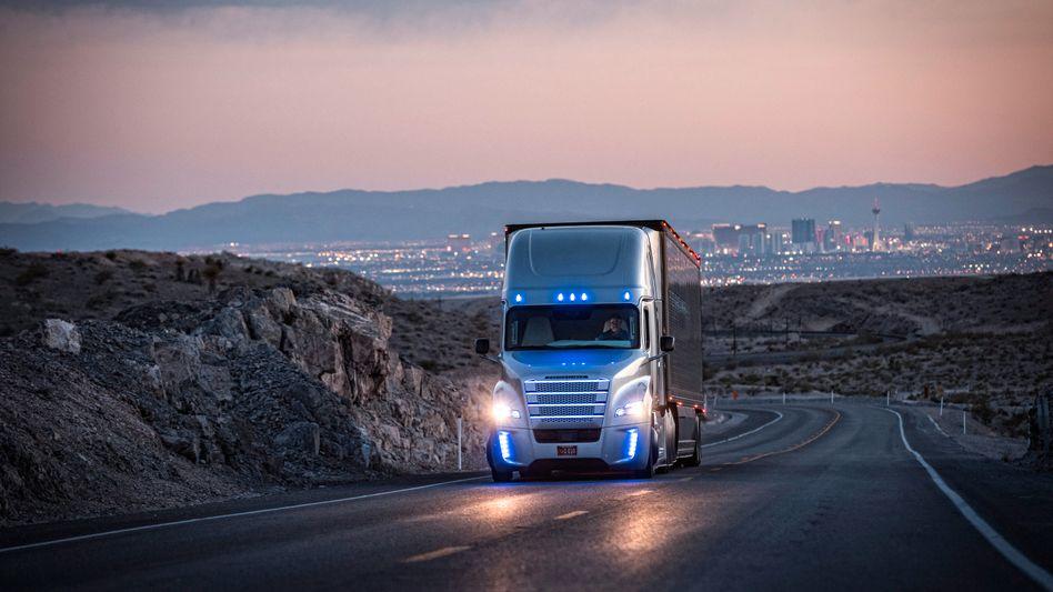 Selbstständig fahrender Lastwagen von Daimler