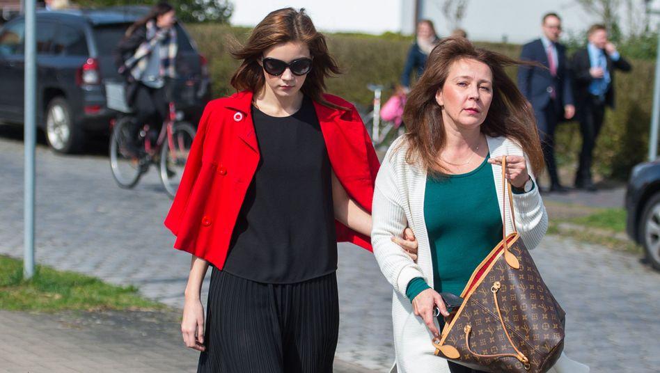 """""""Dschungelcamp""""-Teilnehmerin Nathalie Volk (links) mit ihrer Mutter"""
