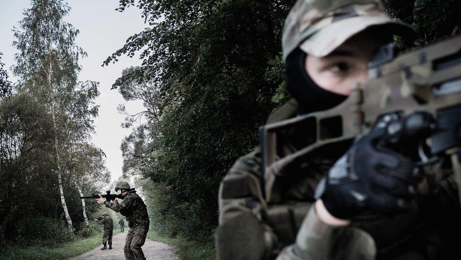 Paramilitärs beim Training: »Wir sind das Bollwerk«