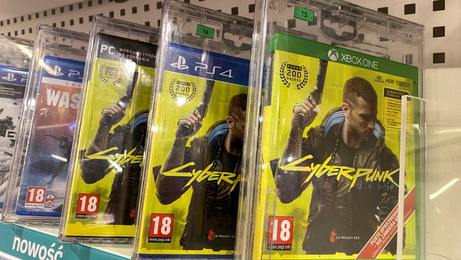 »Cyberpunk 2077«-Spiele im Regal: Aktuell können Playstation-Spieler das Spiel nur noch auf Disc erwerben, nicht mehr als Download