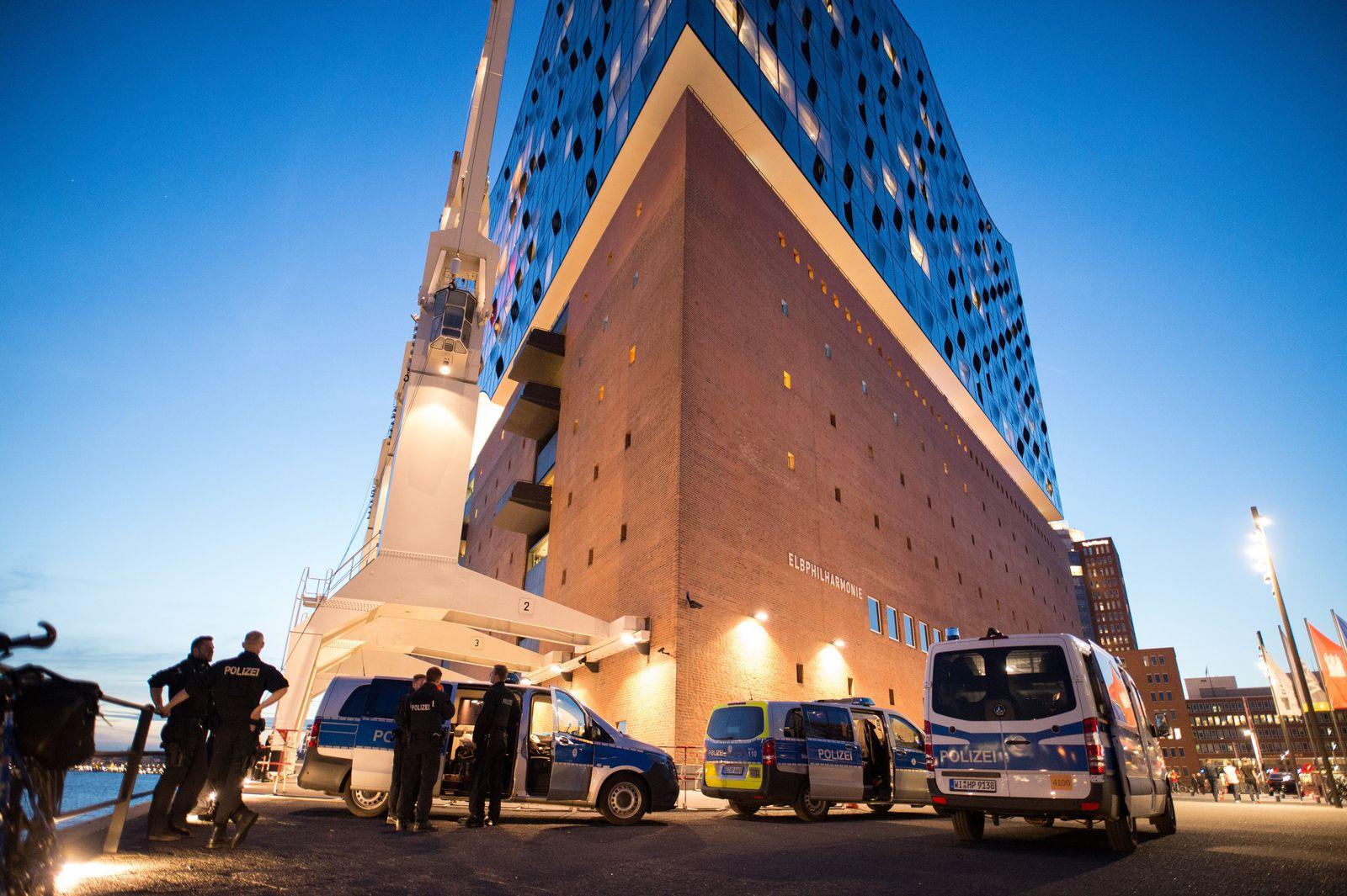 Polizei an der Elbphilharmonie