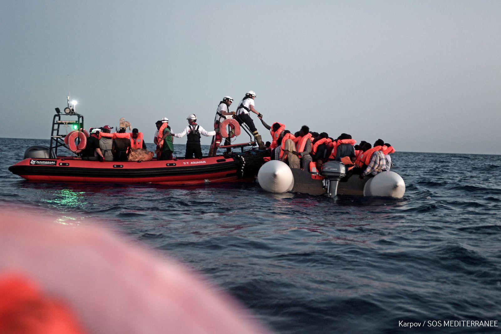 """Rettung von Flüchtlingen - Flüchtlingsschiff """"Aquarius"""