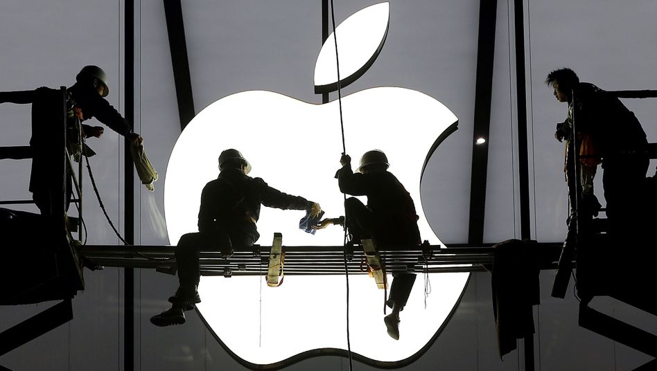 Logo eines Apple Stores: Werden dort bald auch Autos verkauft?