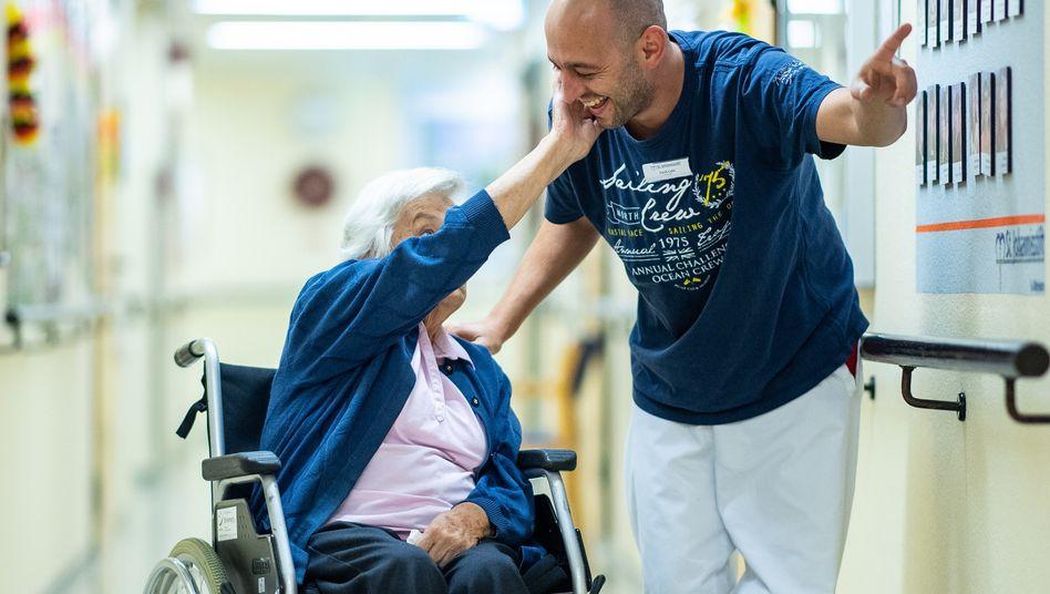 Voller Einsatz: Altenpfleger in Paderborn
