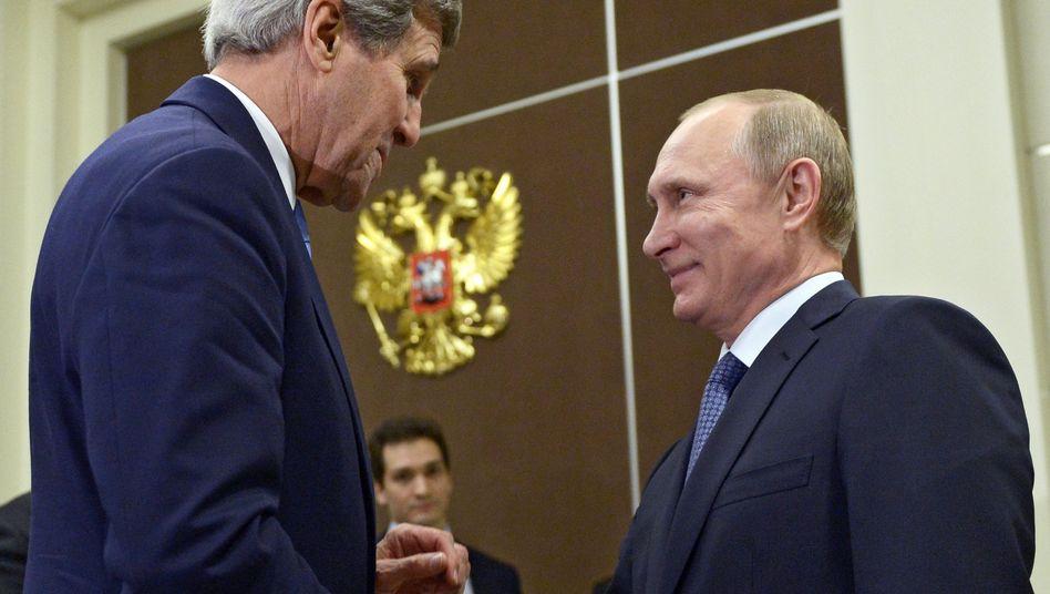 John Kerry (l.) und Wladimir Putin: Nun bessere bilaterale Beziehungen?