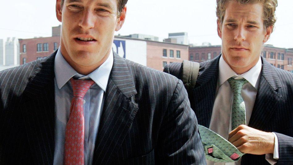 Tyler (l.) und Cameron Winklevoss (Archivbild)