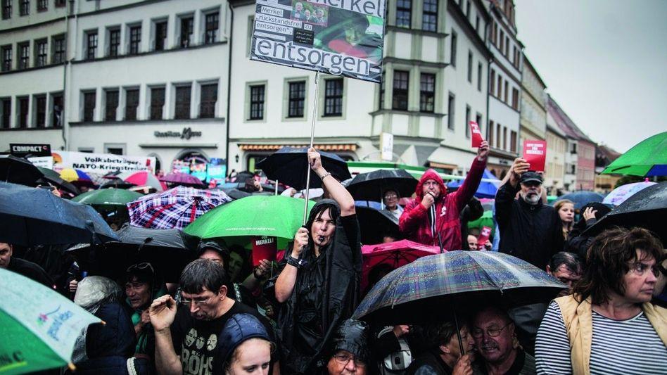 Anti-Merkel-Demonstranten in Torgau: »Wenn sie kommt, ordentlich Krawall machen!«