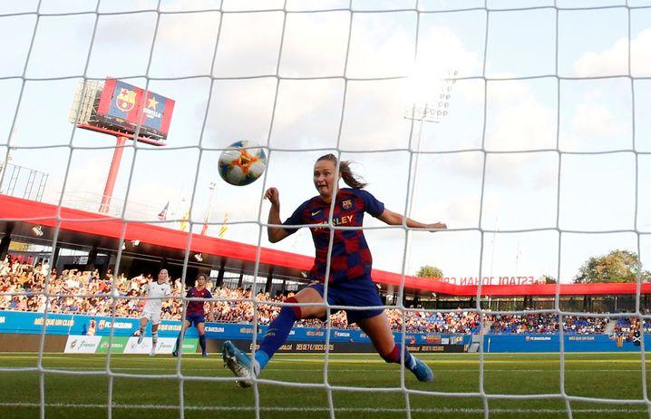 Starspielerin Graham Hansen beim Tor: Barcelona gewann sein Auftaktspiel in Spanien 9:1 gegen CD Tacón, das künftige Real Madrid