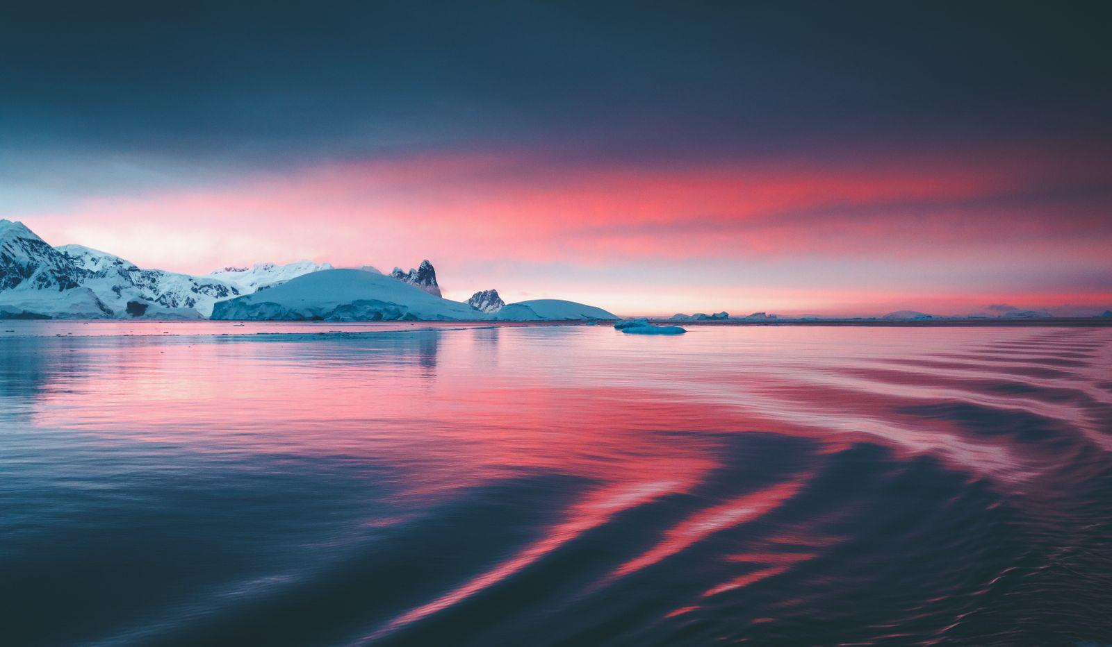 Stunning sunset on the Antarctic peninsula
