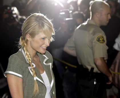 Paris Hilton bei ihrer Entlassung aus dem Gefängnis: Zwei Briefumschläge, die sie im Knast bekam, brachten 510 Dollar bei eBay