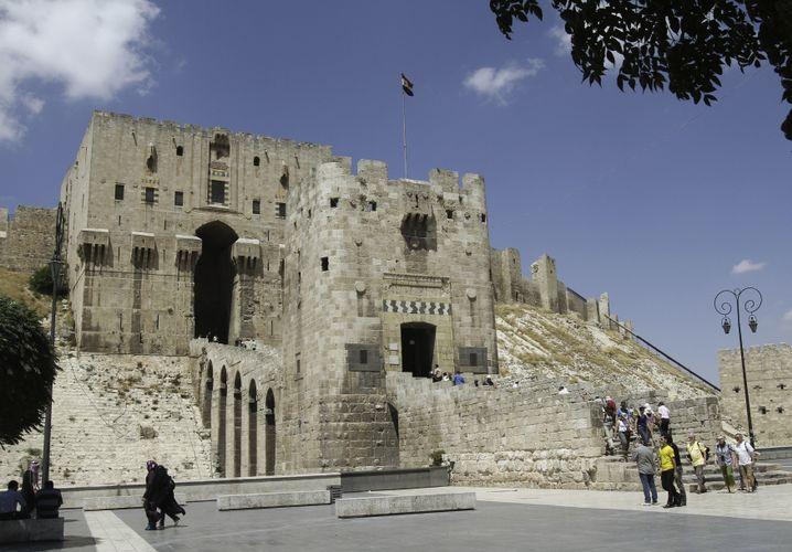 Attraktion in Aleppo: Touristen besichtigen die Zitadelle (2010)