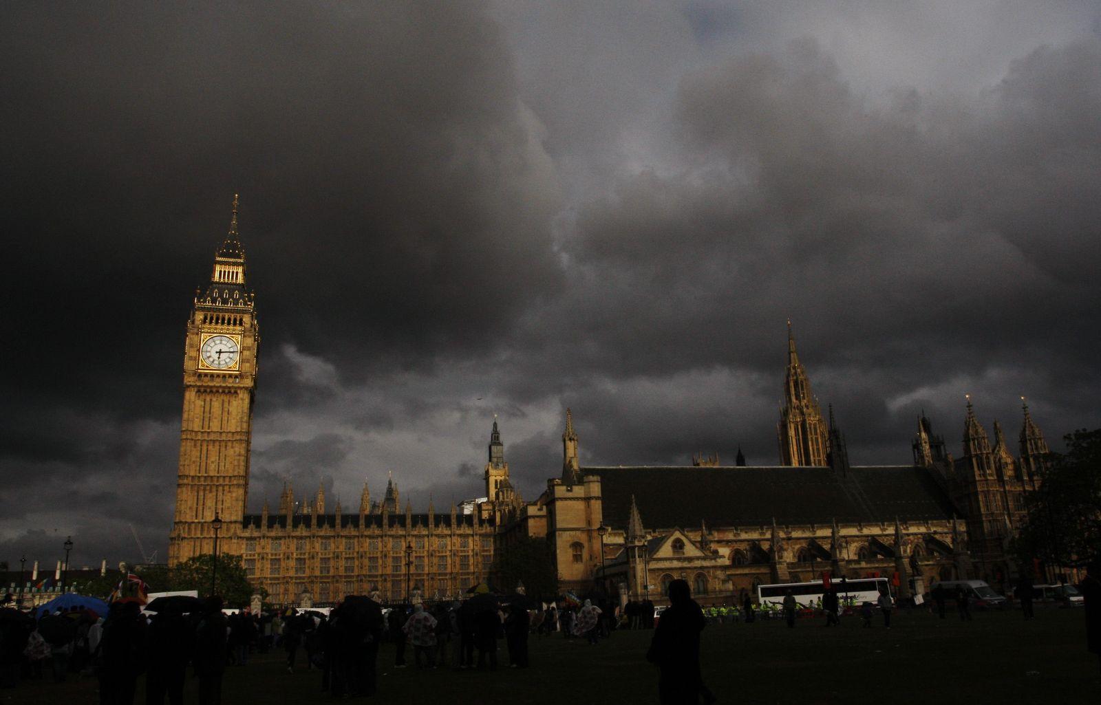 Big Ben unter Wolken