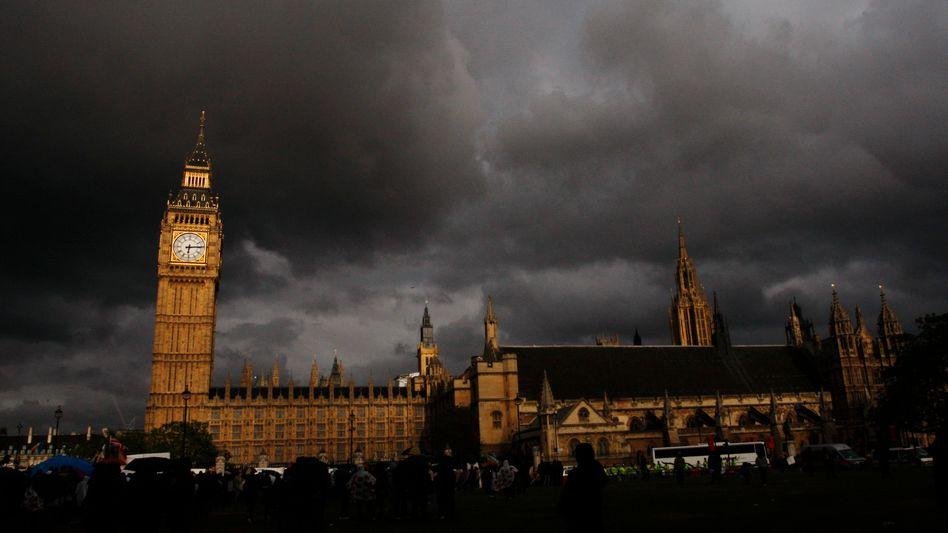 Gewitter über den Houses of Parliament: Weckruf für Spargegner