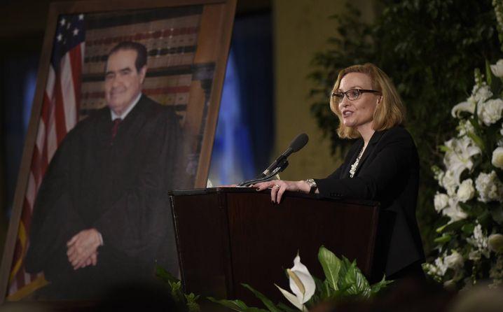 Joan Larsen bei einer Gedenkfeier für Antonin Scalia im Jahr 2016: Auch für sie könnten wahltaktische Gründe sprechen