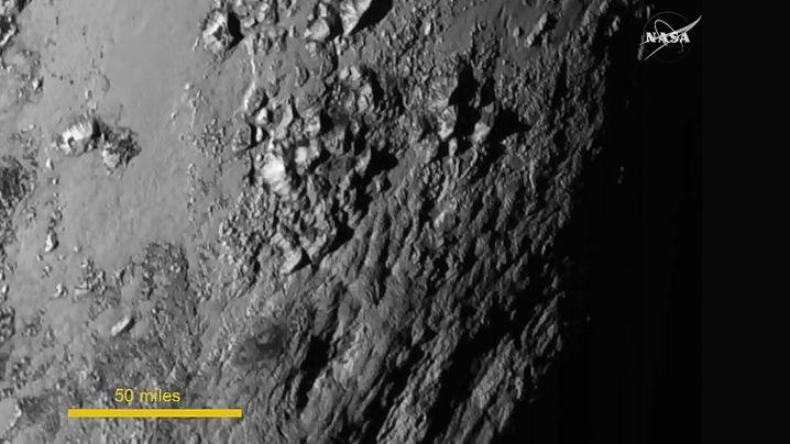 Pluto Nahaufnahme: Die Schönheit grauer Warzen