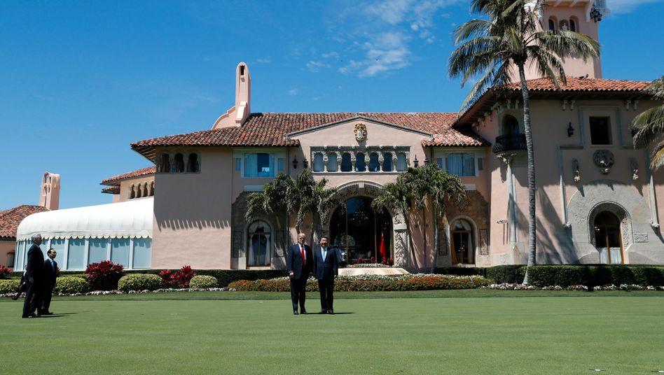 US-Präsident Donald Trump 2017 mit Chinas Staatschef Xi Jinping auf Mar-a-Lago in Palm Beach
