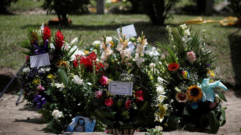 Flowers at the site where Oscar Alberto Martinez Ramirez and his daughter Valeria drowned in the Rio Grande.