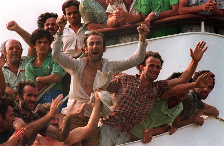 Im Hafen von Brindisi am 13. Juli 1990