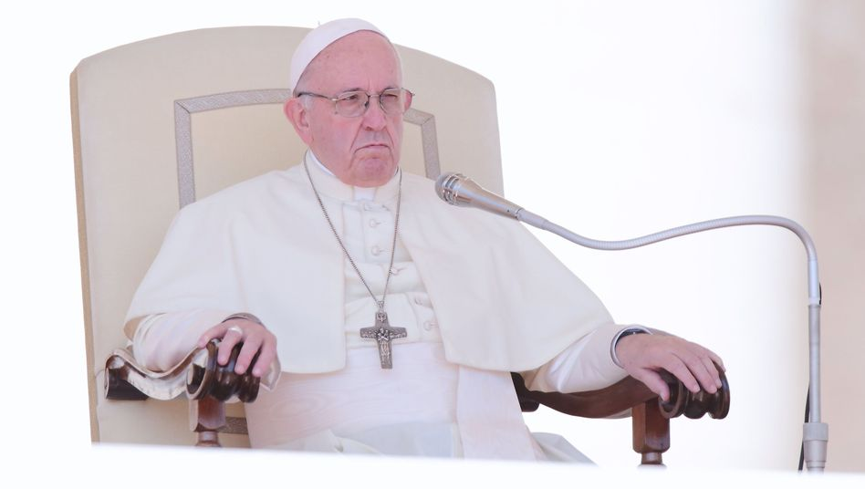 Papst Franziskus während seiner wöchentlichen Generalaudienz auf dem Petersplatz
