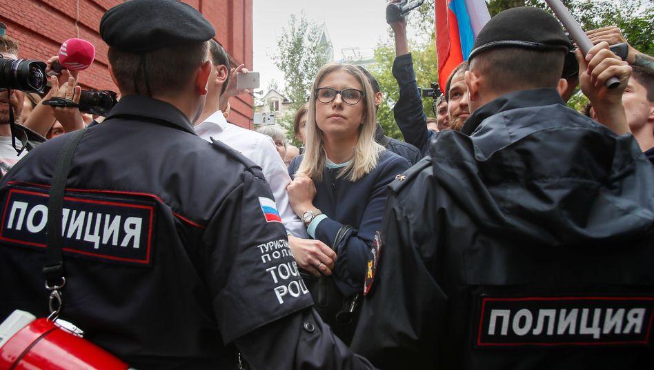 Oppositionspolitikerin Sobol bei einer Demo in Moskau: Jeden Tag auf der Straße