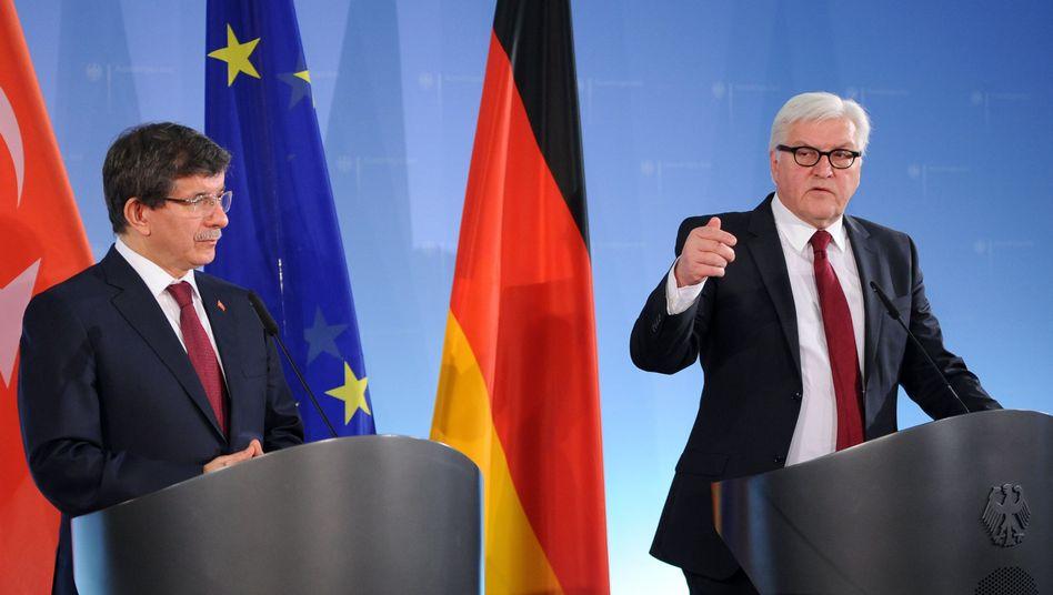 Steinmeier (re.) und Davutoglu: Verhandlungskapitel 23 und 24 öffnen