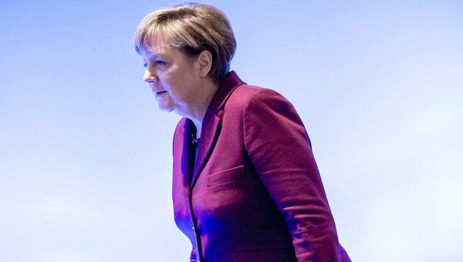 Merkel auf dem Parteitag: Schärferer Leitantrag