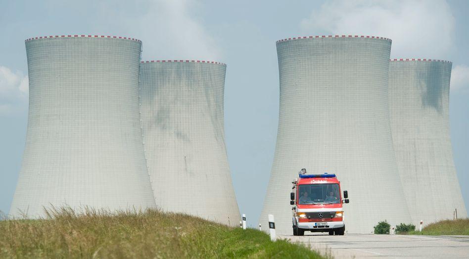 """Kühltürme des Atomkraftwerks Temelin (im Juni 2012): """"Reiner Informationsaustausch"""""""