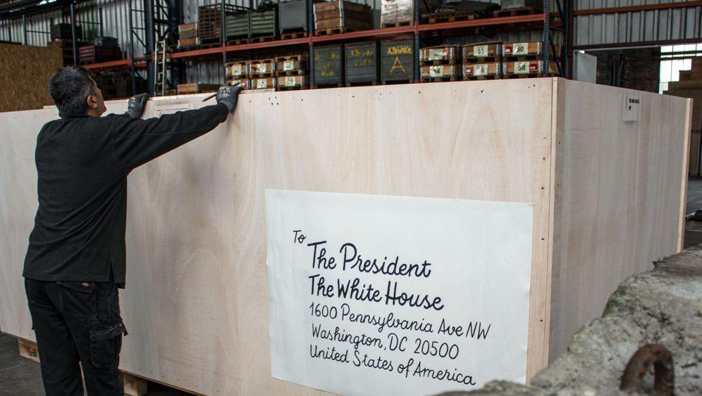 Von Berlin nach Washington: Ein Stück Mauer für Donald Trump