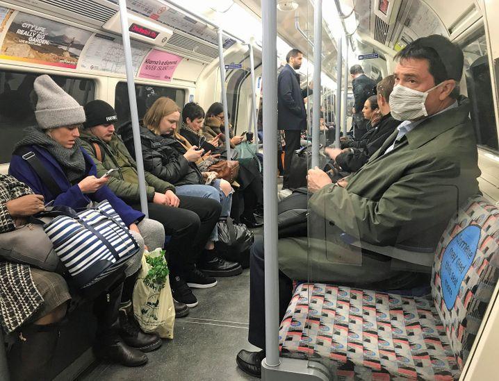 Londoner U-Bahn: Das Virus gibt den Takt vor.