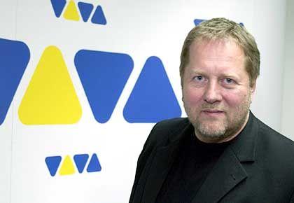 """Dieter Gorny, 49, Vorstandsvorsitzender der Viva Media AG, kooperiert mit RTL und ProSieben, um seinem Musiksender Viva mehr Reichweite zu verschaffen. Comedy-Formate wie """"Elton.tv"""" oder die britische """"Ali G Show"""", japanische Anime-Serien (""""Angel Sanctuary""""), die Cartoon-Serie """"South Park"""" und die Puppen-Comedy """"Crank Yankers"""" sollen das Abendprogramm attraktiver und dem Konkurrenten MTV die Marktführerschaft streitig machen"""