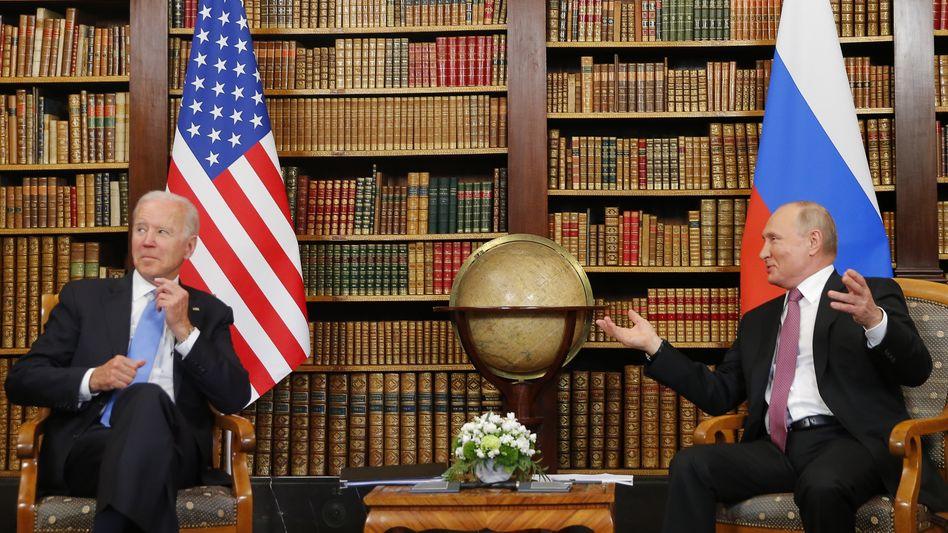 Biden (l.) und Putin beim Gipfel in Genf