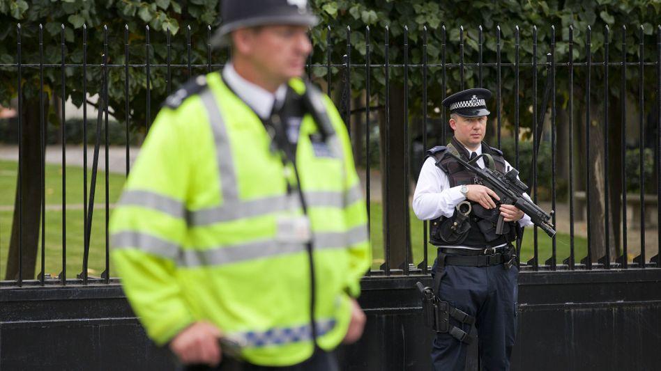 Britische Polizisten: Enge Zusammenarbeit mit französischen Kollegen