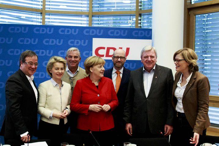 Merkel mit CDU-Granden Laschet, von der Leyen, Strobl, Tauber, Bouffier, Klöckner