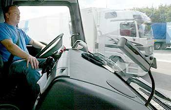 LKW mit Maut-Erfassungsgerät: Nachtschicht zur Prüfung der Projektpläne