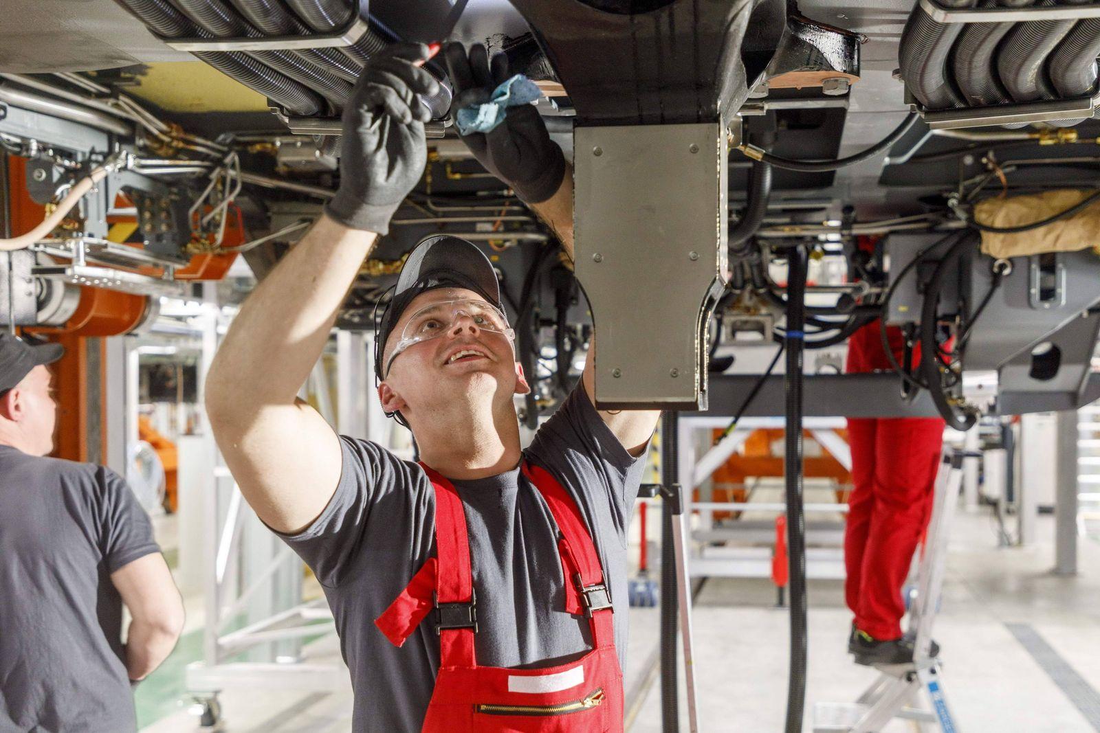 EINMALIGE VERWENDUNG Bombardier Produktionshalle