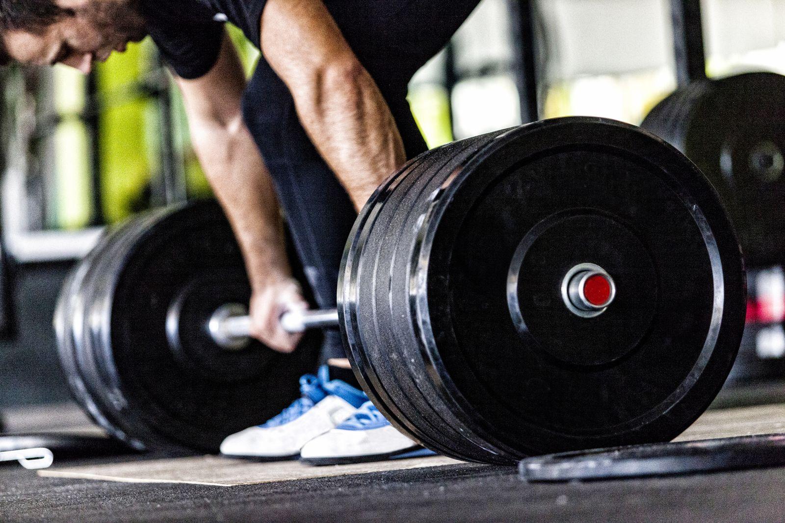EINMALIGE VERWENDUNG Gewichtheben / Symbolbild