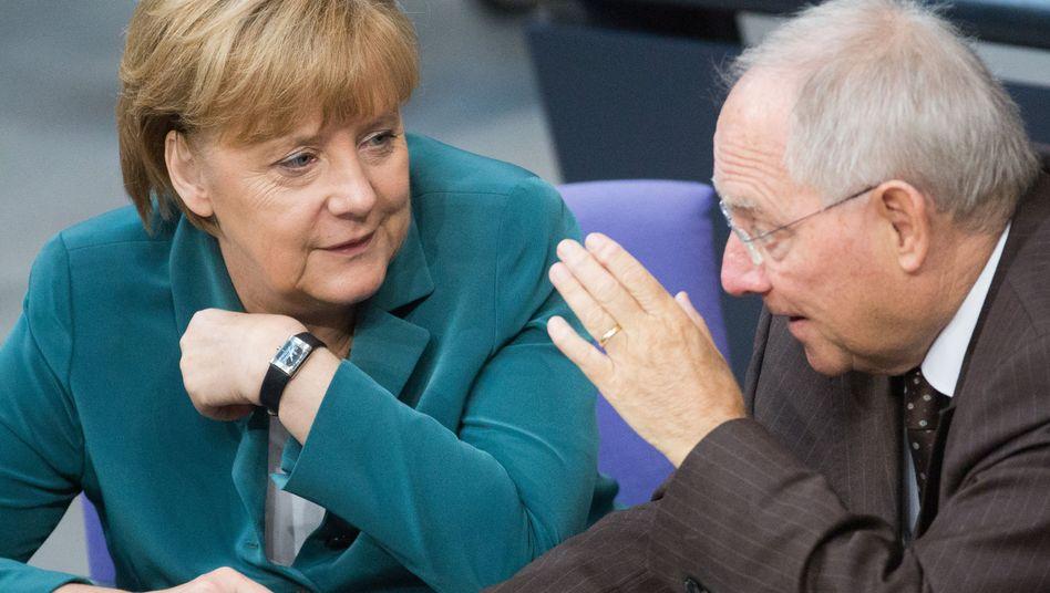Kanzlerin Merkel, Finanzminister Schäuble: Sieg des eingespielten Teams