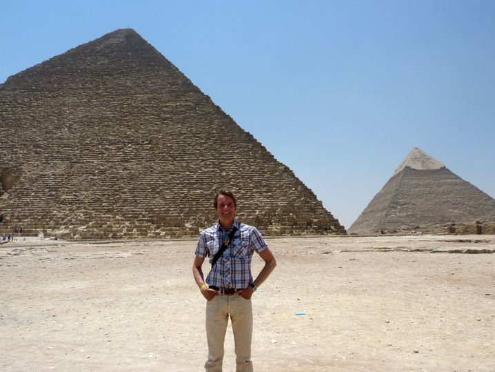 Salam Alaikum! Zwiebelfisch-Autor Bastian Sick am vergangenen Mittwoch vor den Pyramiden von Giseh