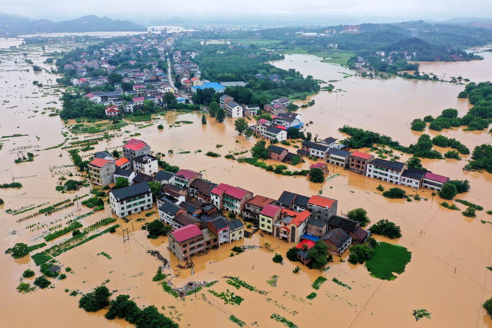 TOPSHOT-CHINA-FLOOD