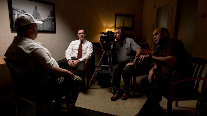 Jon Hamm (2.v.l.) als manipulativer FBI-Agent: Ermittlungserfolg, koste es, was wolle
