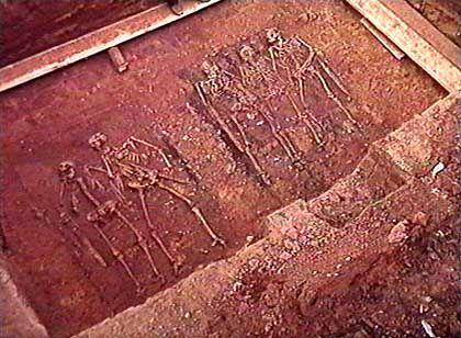 Fund einer Notgrabung vor dem Bau einer ICE-Trasse: Grab eines frühmittelalterlichen hochgestellten Herrn mit vier Begleitern